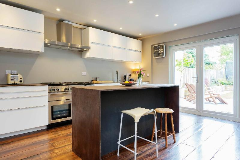 A spacious 4 bedroom family home in trendy Crouch End - Image 1 - London - rentals