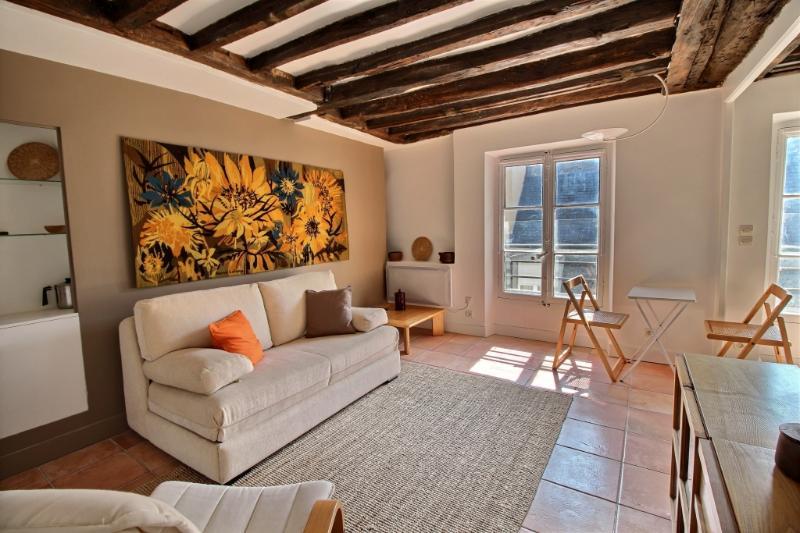 exposio_0004.jpg - LOUIS - Paris - rentals