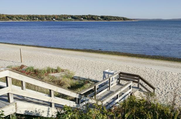Renters receive a pass to beautiful  Pequash Avenue beach in Cutchogue - - North Fork Long Island Wine Country Cottage, Water Views - Cutchogue - rentals