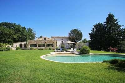 Gorgeous 5 Bedroom Villa in The Center of Luberon - Image 1 - Lacoste - rentals