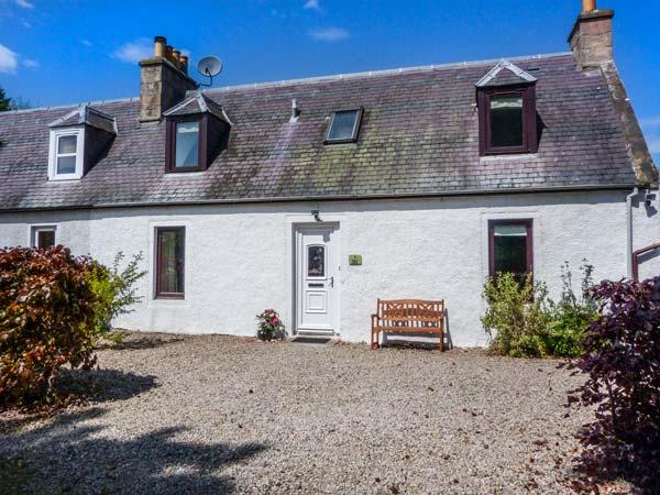 DESKFORD COTTAGE, woodburning stove, enclosed garden, close to coast, Nairn, Ref 932291 - Image 1 - Nairn - rentals