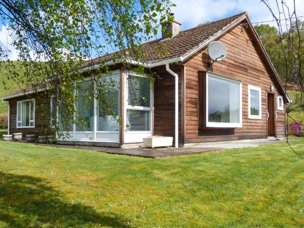 FRONTHILL detached wooden cottage, stunning views, pet-friendly, garden, WiFi, Newtonmore Ref 929475 - Image 1 - Newtonmore - rentals