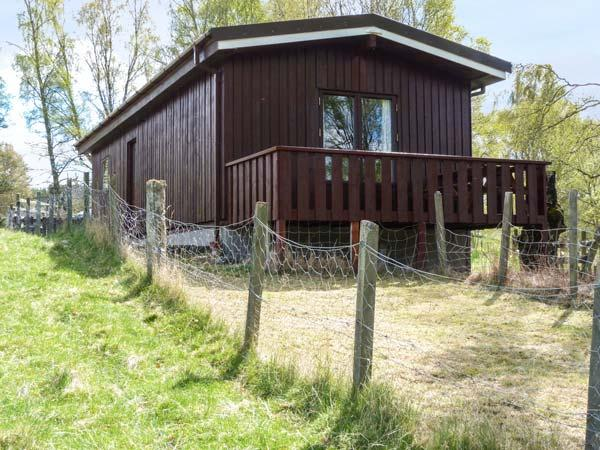 KULBERY, detached log cabin, decked balcony, pet-friendly, in Insh, near - Image 1 - Kincraig - rentals