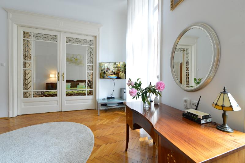 In the city center, silent, sunny, 4 persons, free WI-FI, A/C, Smart 3D TV, family friendly - City center,for4,free WI-FI,A/C,families welcome - Budapest - rentals
