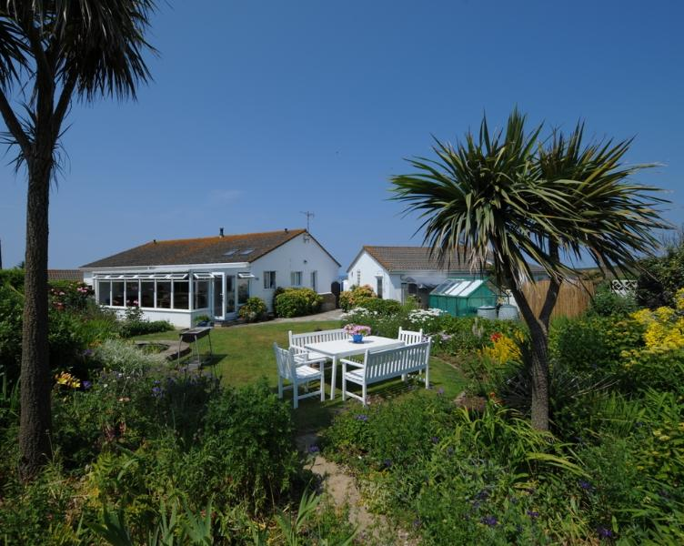 Longbeak View located in Bude, Cornwall - Image 1 - Bude - rentals