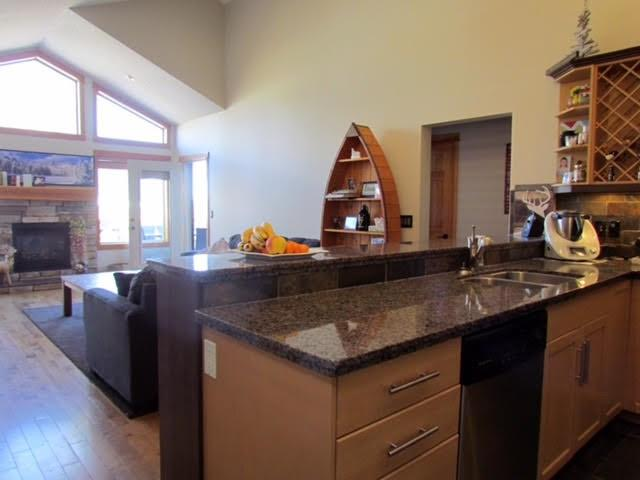 Beautiful 3 Bedroom Family Home in Three Sisters, Canmore - Image 1 - Canmore - rentals