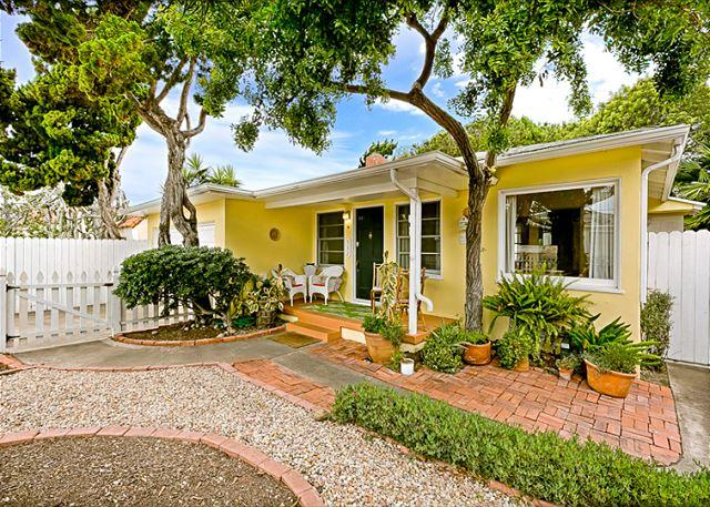 "Welcome to ""Sunny"" Beach Time with a large, grassy backyard too! - 10% OFF MAY - Great location, walk to the beach, best deal in La Jolla! - La Jolla - rentals"