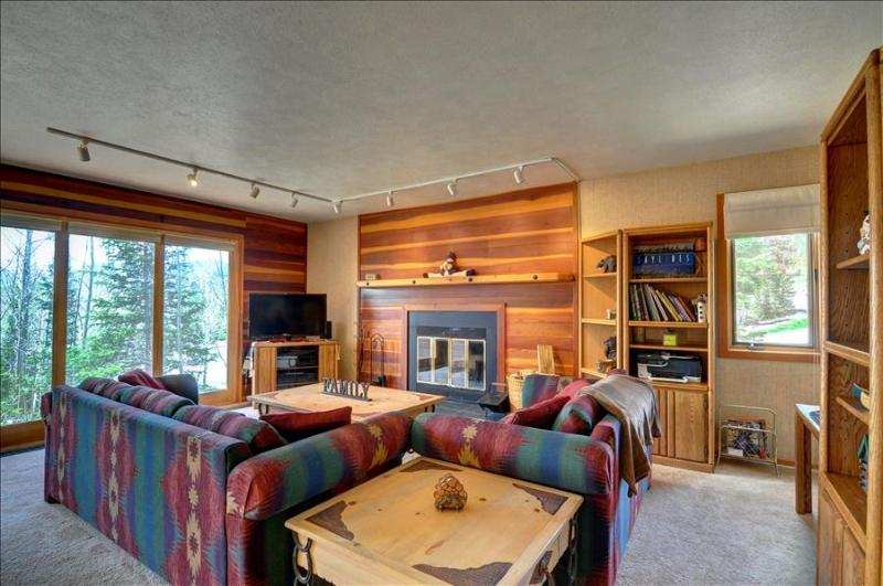NEW LISTING! TIMBER RIDGE 9: Nice 2 bed/2 bath End Unit, Great Price, Lots of Trails, Clubhouse - Image 1 - Silverthorne - rentals