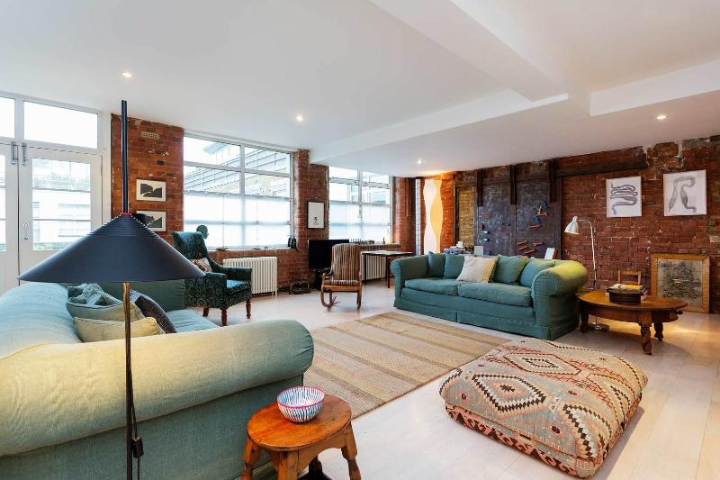 Modern loft style 2 bedroom apartment in North London, sleeping up to 5 guests. - Image 1 - London - rentals