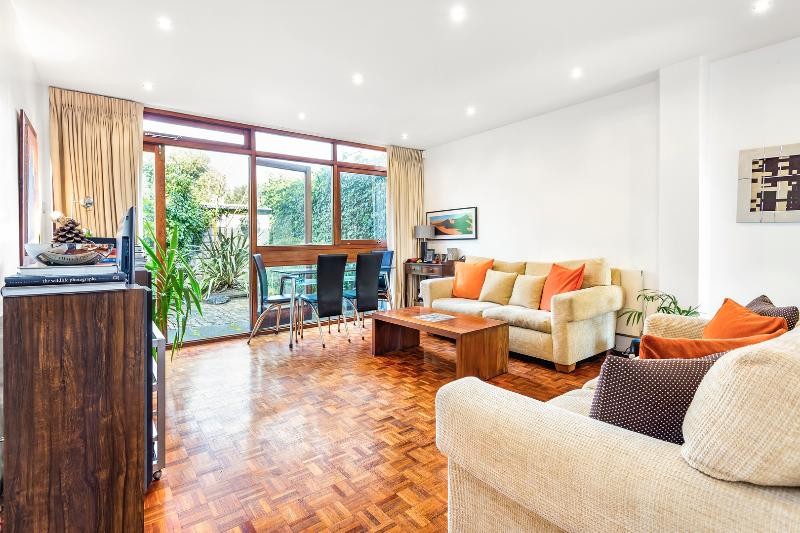Secluded 3 bedroom house near Wimbledon Tennis - Image 1 - London - rentals