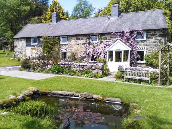 EITHIN FYNYDD stunning views, large grounds, woodburning stoves in Llanwchllyn Ref 14494 - Image 1 - Llanuwchllyn - rentals