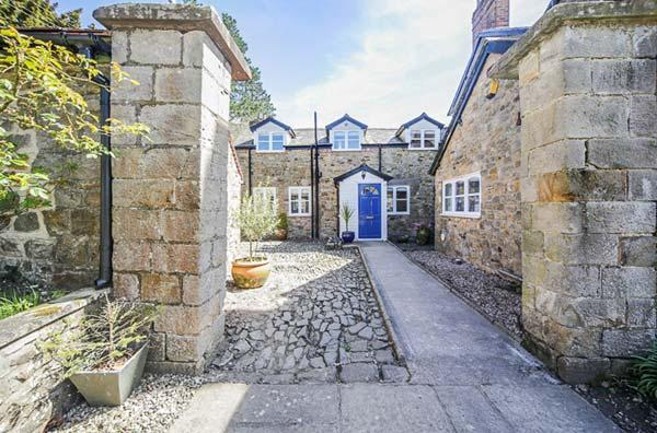 THE COACH HOUSE, Grade II listed, woodburner, pet-friendly, private courtyard, nr Ludlow, Ref 29698 - Image 1 - Ludlow - rentals