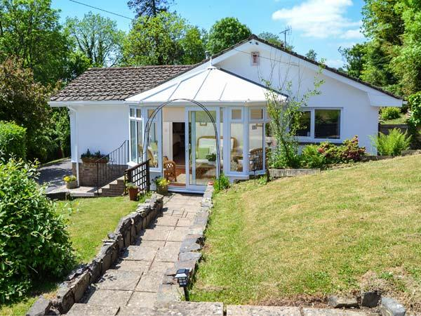 LITTLE WILLESLEIGH, wing to owners' home, super king-size bed, conservatory, enclosed garden, in Goodleigh, Barnstaple, Ref 934017 - Image 1 - Barnstaple - rentals