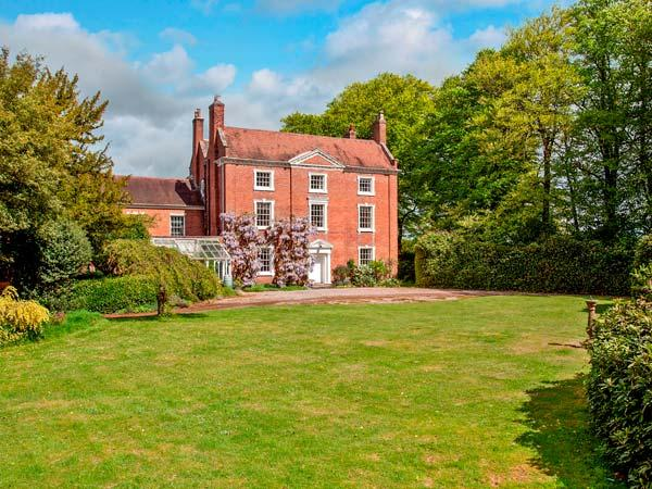 ISMERE HALL, detached, Grade II listed, open fires, parking, tennis court, in Blakedown, Ref 935950 - Image 1 - Blakedown - rentals