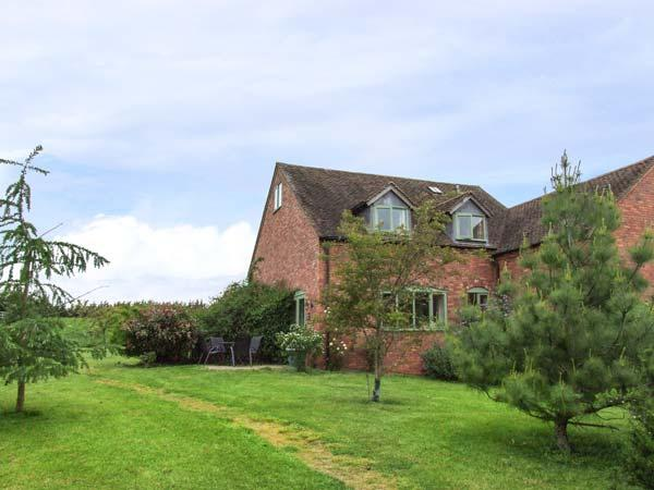 THE ORCHARD, two bed, off road parking, shared garden, in Worcestershire, Ref 936520 - Image 1 - Worcestershire - rentals