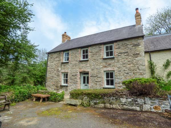 COED CADW COTTAGE, quaint cottage, woodburner, parking, garden, in Fishguard - Image 1 - Fishguard - rentals