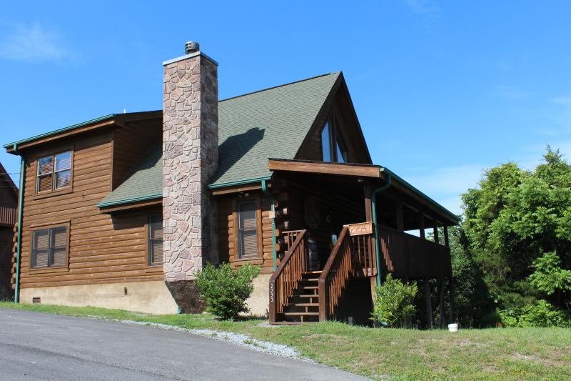 SOUTHERN CHARMS CABIN! 2 MBRS (KINGs), BR 3 plus add'l sleeping in loft, 3 baths - 4 BR (2 KING MBRs); 3 bath, Loaded with Amenities! - Sevierville - rentals