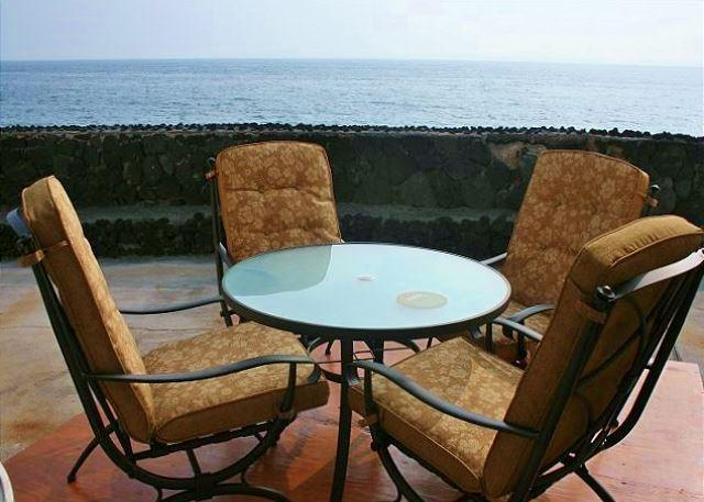 Ocean Front Lanai - Enjoy Crashing Surf while you watch for Dolphins, Whales and Amazing Sunsets! - Kailua-Kona - rentals