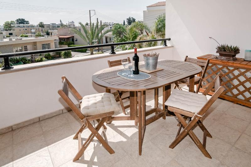 Beautiful holiday apartment with pool in the village of Kissonerga - Image 1 - Paphos - rentals