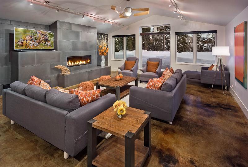 Living Room - Anglers Cabin - Divine mountain retreat with private pond - Steamboat Springs - rentals