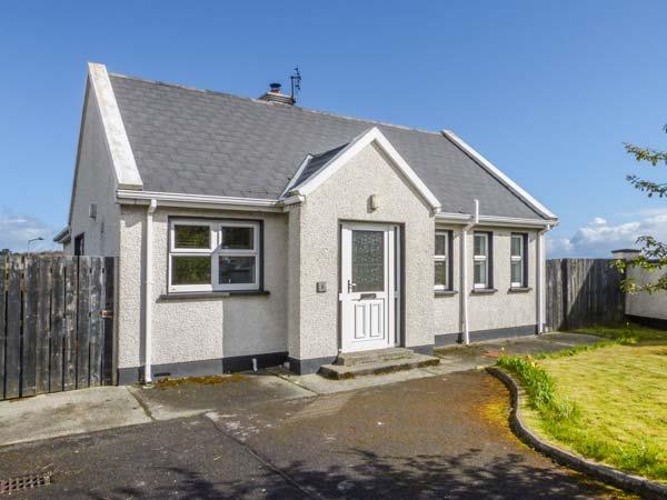3 CARROWCANNON, all ground floor, en-suite, Sky TV, close to amenities and coast, in Falcarragh, Ref 933217 - Image 1 - Falcarragh - rentals