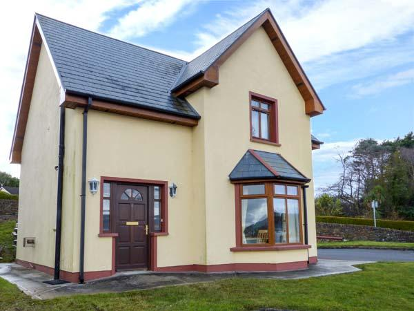 NO 4 CAME DRIVE, detached, en-suites, pet-friendly, sea views, in Catletownbere Ref 936238 - Image 1 - Castletownbere - rentals