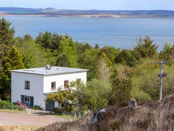 THE WHITEHOUSE superior detached cottage, en-suite, open plan, close to coast, gardens, Poolewe Ref 937102 - Image 1 - Poolewe - rentals