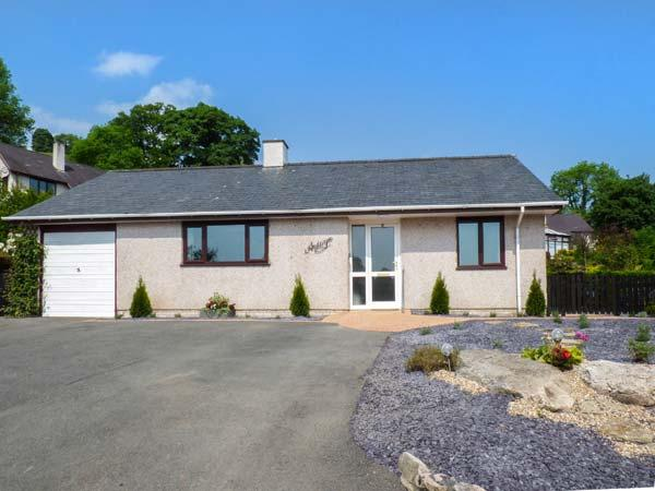 ARDWYN, detached, private garden, pet-friendly, WiFi, in Bala, Ref 937357 - Image 1 - Bala - rentals