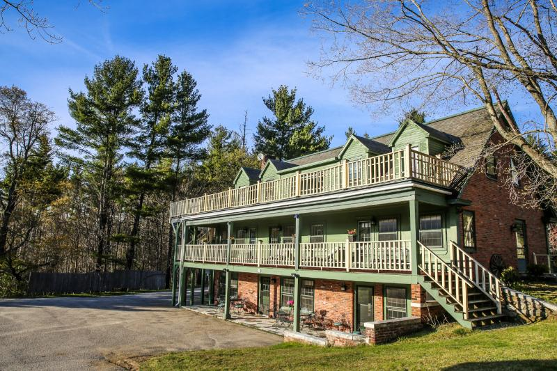 Strawberry Hill Villa - great for groups! - SKI Bromley & Stratton Mts! Great for Groups! Sleep 20: 6.5 bedroom, 6.5 baths! - Manchester - rentals