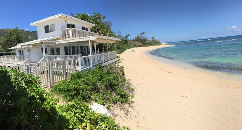 NORTH SHORE OAHU BEACH FRONT HOUSE  4 bdrm,  2 bath  8 guests Owen's Retreat  Since 1960 - NORTH SHORE OAHU BEACH FRONT 4 bedroom, 2 bath at Mokuleia Beach - Waialua - rentals