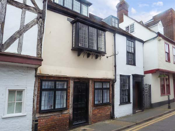 NAT FIELD'S HOUSE character cottage, four poster bed, WiFi Ref 927131 - Image 1 - Canterbury - rentals