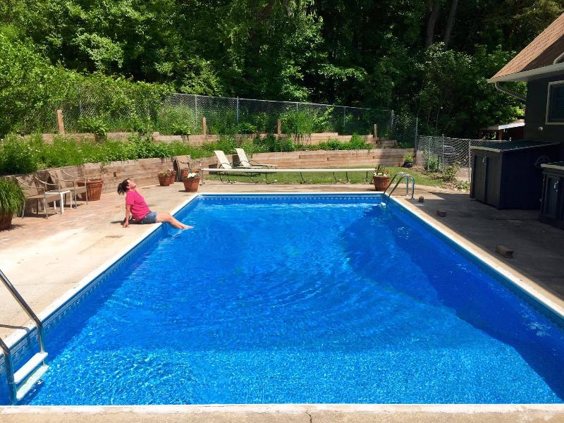 Pool with patio for relaxing - Spacious and private! Fully furnished with a pool - Ada - rentals