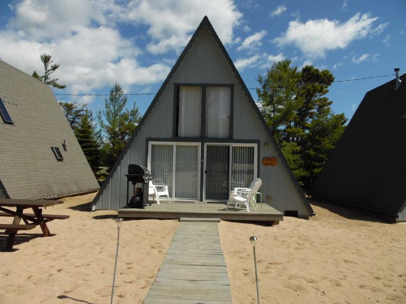 Board Walk Beach 2 - Tree House - Image 1 - Oscoda - rentals