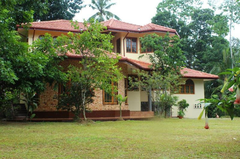 house from garden - Villa Ebony: Quiet holiday home close to Kandy - Kandy - rentals