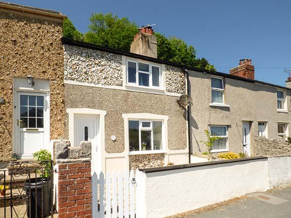CHERRY TREE COTTAGE, mid-terrace, WiFi, courtyard, in Llandudno, Ref 936067 - Image 1 - Llandudno - rentals