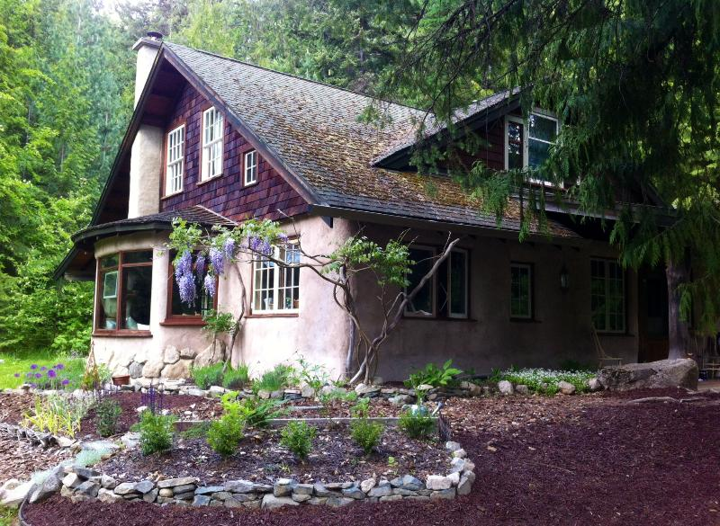 A whimsical cottage with beautiful adornments to give you a beautiful experience - Ivory Thistle Cottage - Nelson - rentals