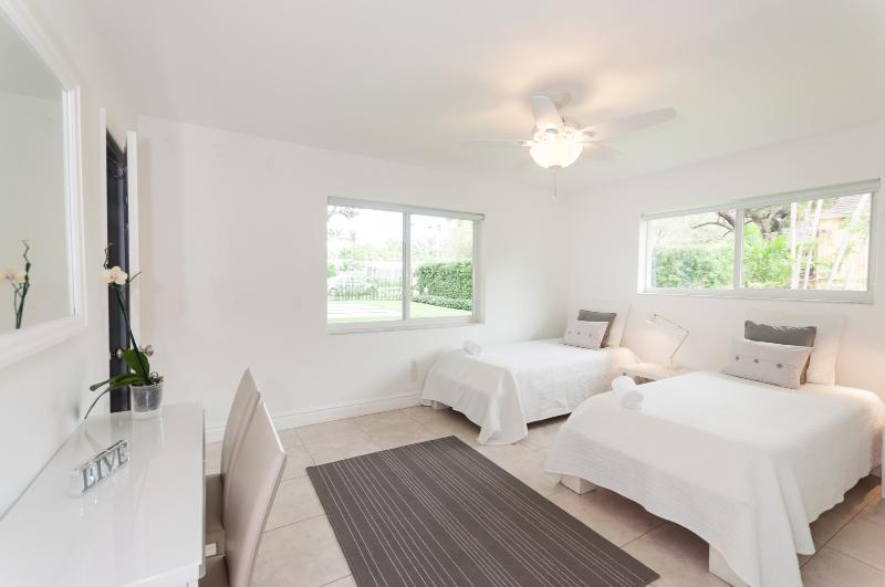 Spacious Private Room in Shared Modern Biscayne Park Home - Image 1 - North Miami - rentals
