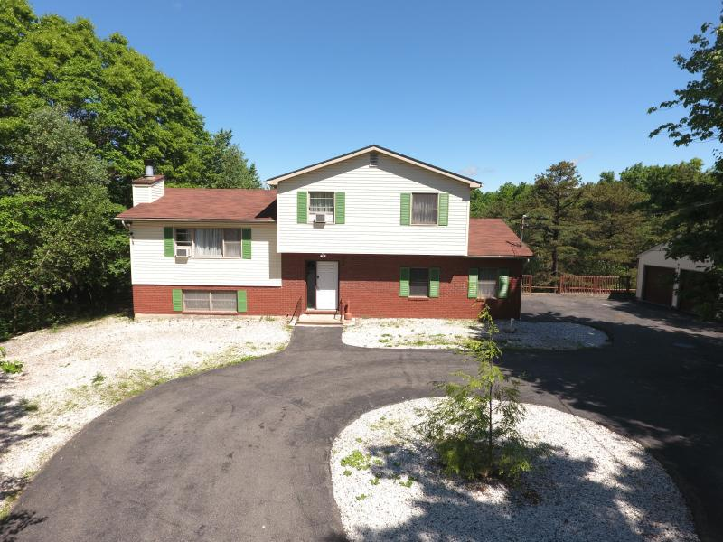 Front view  - a MINUTES to WATER PARKS~CAMEL BACK SKI AREA~JACK FROST SKI AREA / HOT TUB~PS4 - Long Pond - rentals