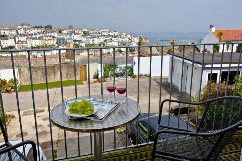 Harbour View located in Brixham, Devon - Image 1 - Brixham - rentals