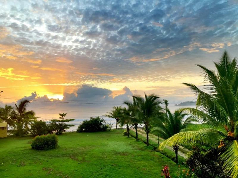 Enjoy stunning sunrises at Casa K to start your day - Perfect for Families, Surfers and Nature-Lovers!! - Isla Colon - rentals