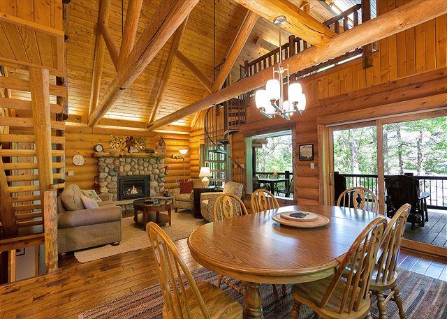 Living Room and Dining Area - The Mishpocheh Private Vacation Rental Home - Eagle River - rentals