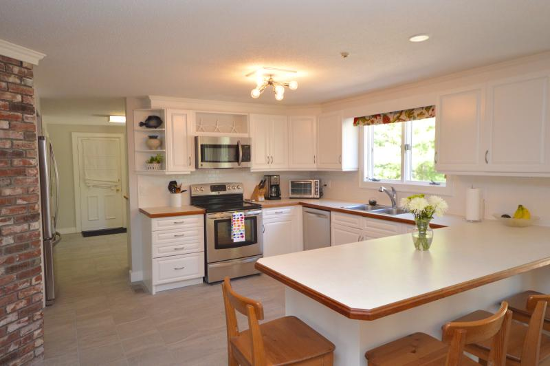 Large updated kitchen with Center Island - 3000 Square Foot Updated Home - Orleans - rentals