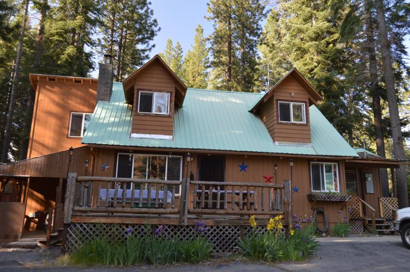 Time to relax!!! - Patriotic Cabin with Lake Almanor View - Lake Almanor - rentals