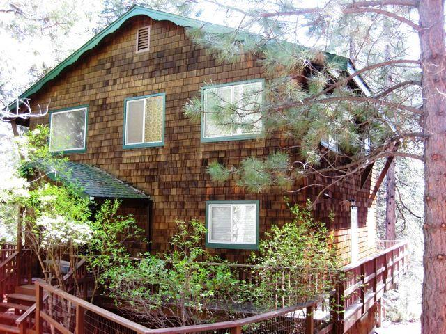 Front of House - Country Club Chalet Style Cabin - Lake Almanor - rentals