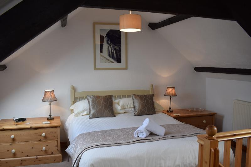 Japonica's lovely bedroom - Japonica Cottage, Ocean Views in North Devon - Bideford - rentals