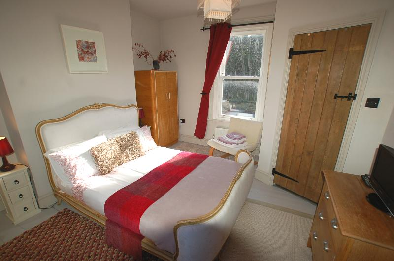 Bed 1: The Red Room (antique French double bed (with ensuite shower/wc/wash basin) - Simon's Cottage, Peak District - sleeps 1 to 6 - Sheffield - rentals