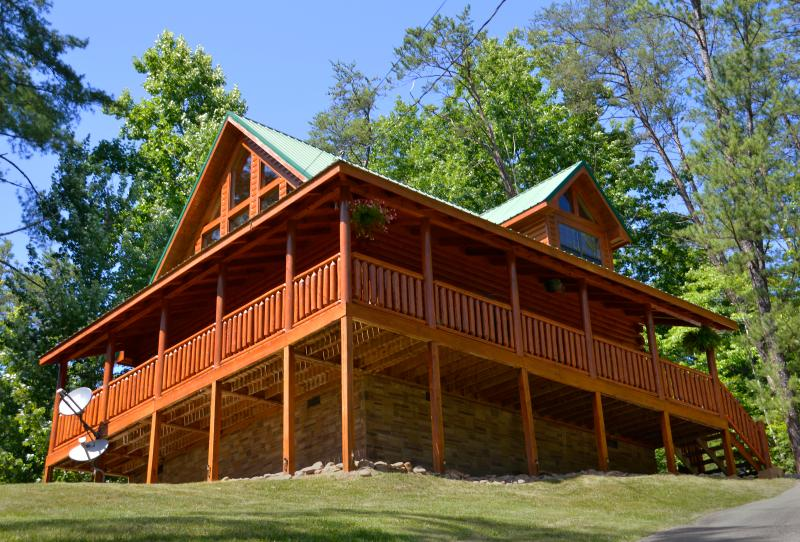 Willow Ridge: Perched on a mountainous ridge in a protected community. - Golden Light, Morning Birdsong at Willow Ridge - Pigeon Forge - rentals
