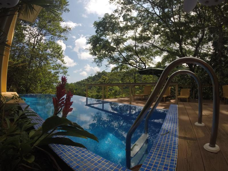 Wake up in the rainforest and minutes away from the beach! - sleeps 9 people Costa Rica best Casa de Mono Locos - Playa Matapolo - rentals