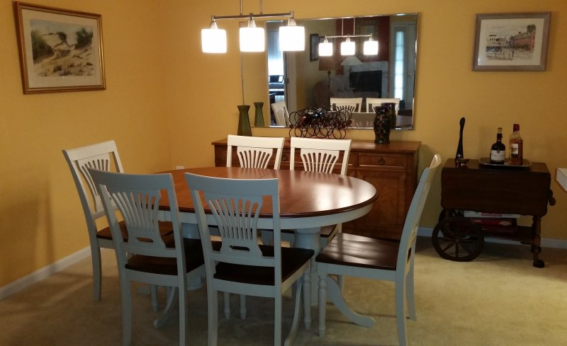 Dining room. Table expands - Spacious, Modern Condo nr. Navy Stadium, downtown & Mall . Easy access route 50 - Annapolis - rentals