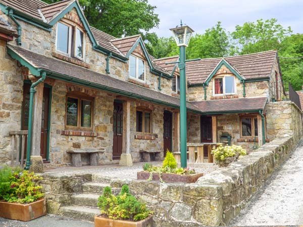 THE SHIPPON, WiFi, bike storage, wonderful walks nearby, terrace cottage near Llangollen, Ref. 906210 - Image 1 - Llangollen - rentals